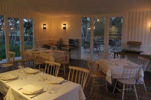 A restaurant or other place to eat at Agroturismo Santa Mariana