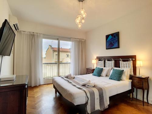 A bed or beds in a room at Nestor&Jeeves - ANDRIOLI TERRASSE - Central - By sea - Top floor