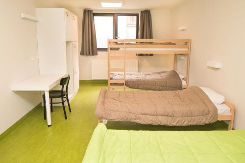 A bunk bed or bunk beds in a room at Hostel Bruegel