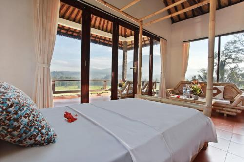 A bed or beds in a room at Great Mountain Views Villa Resort