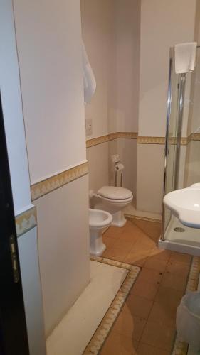 A bathroom at Hotel Santa Marina Antica Foresteria