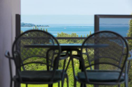 A balcony or terrace at Astinian apartments Jadranka