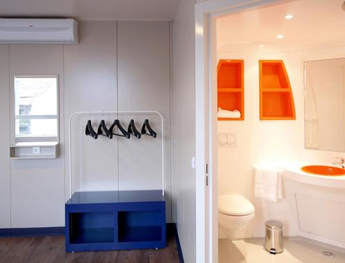 A bathroom at iStay Hotel Porto Centro