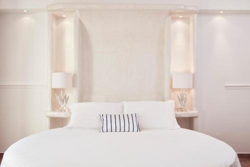 A bed or beds in a room at Lagos Mare Hotel