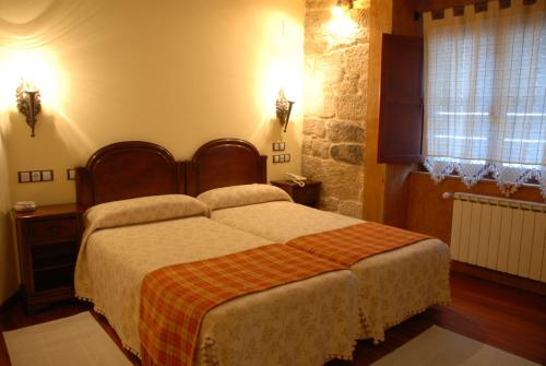 A bed or beds in a room at Hotel O Portelo Rural