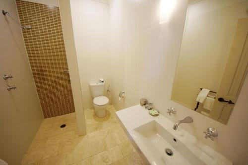 A bathroom at The Playhouse Hotel