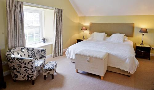 A bed or beds in a room at Buccleuch Arms