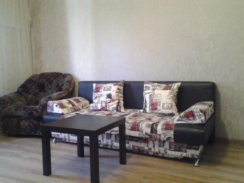 A seating area at Apartments Vykhino/Veshnyaki