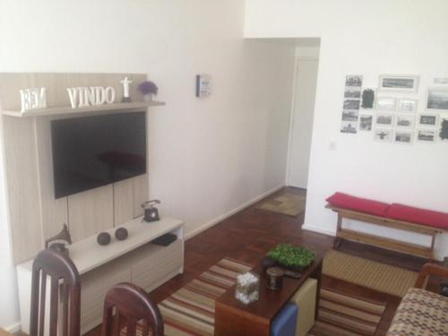 Una televisión o centro de entretenimiento en IP3029 - Prudente de Morais - Ipanema