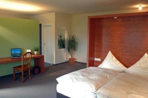 Ein Bett oder Betten in einem Zimmer der Unterkunft Landhaus Hohenlohe