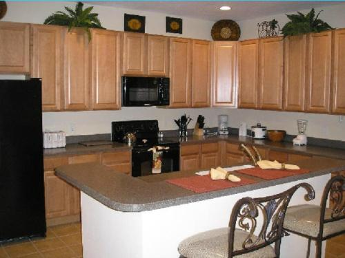 A kitchen or kitchenette at Mediterranean 4 Bedroom 3 Bath Pool Home Near Disney