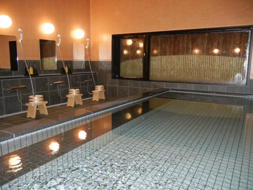 Salle de bains dans l'établissement Oustat Kokusai Hotel Tajimi