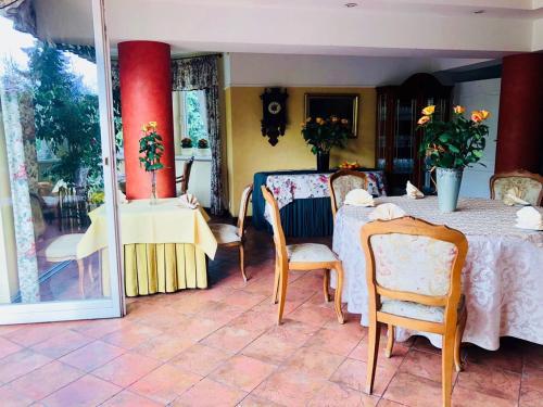 Ein Restaurant oder anderes Speiselokal in der Unterkunft Pensjonat Pod Lipami
