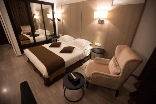 A bed or beds in a room at Best Western Hotel Colombe