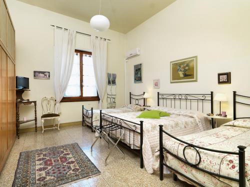 A bed or beds in a room at Residenza Oltrarno