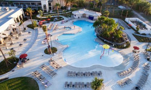 Uma vista aérea de Avanti Palms Resort And Conference Center