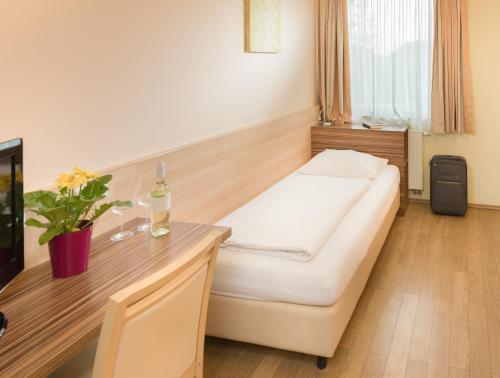 Ein Bett oder Betten in einem Zimmer der Unterkunft Hotel Radlinger
