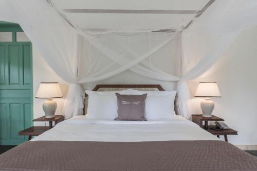 A bed or beds in a room at Poulo Condor Boutique Resort & Spa