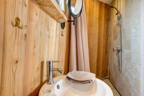 A bathroom at Coup 2 Foudres