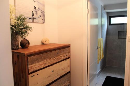 A bathroom at Mignon Cottage 9 Noongah Terrace
