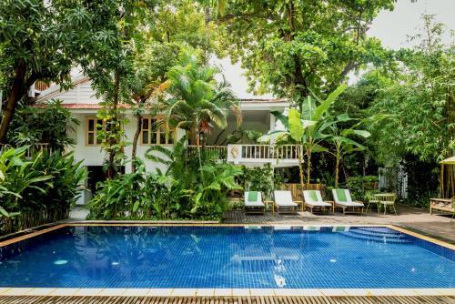 The swimming pool at or close to Villa Langka Hotel & Restaurant