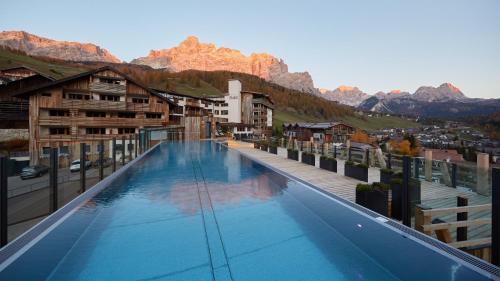 Der Swimmingpool an oder in der Nähe von Hotel Fanes