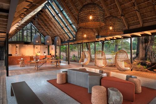 The lounge or bar area at Lion Sands River Lodge