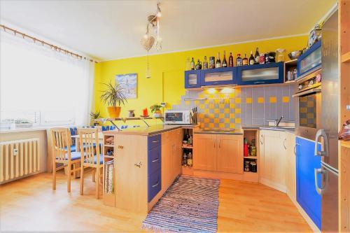 A kitchen or kitchenette at Edita Inn 40m2 Close PVA Letňany