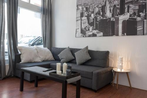 A seating area at Siebold Apartment