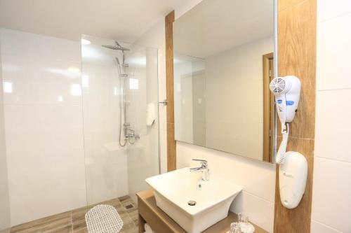 A bathroom at Blu Acqua