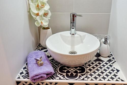 A bathroom at Homilis