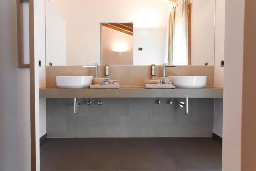A bathroom at Agritur Casteller