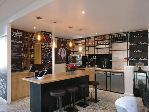 El salón o zona de bar de Novotel Nice Aéroport Cap 3000