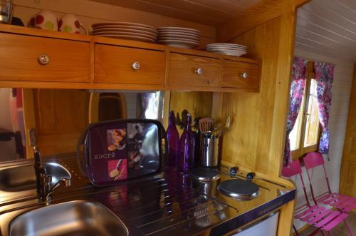 A kitchen or kitchenette at Arbrakabane