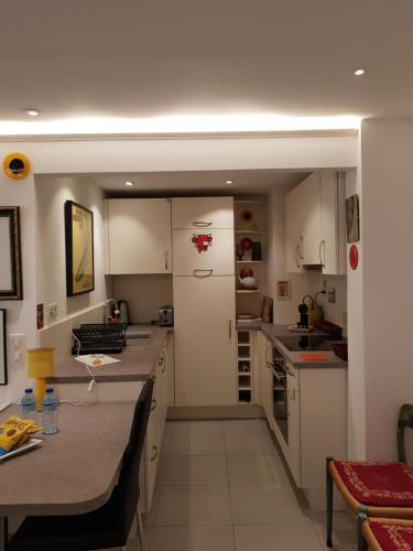 A kitchen or kitchenette at Tivoli