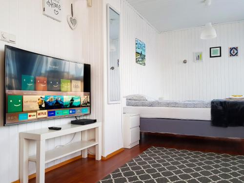 A television and/or entertainment center at Cozy small house, perfect located near the airport
