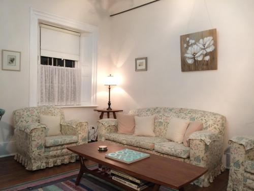 A seating area at Surgeon's Cottage