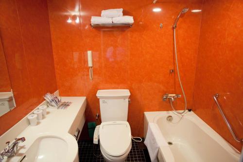 A bathroom at Hotel Monterey La Soeur Osaka
