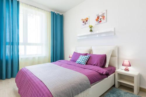 A bed or beds in a room at Dream Life Apartment