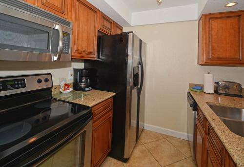 A kitchen or kitchenette at Westwinds Waterfront Resort