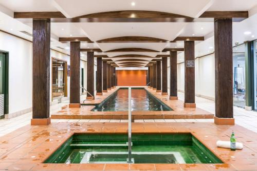 The swimming pool at or near Darling Harbour Studio with Pool and Gym