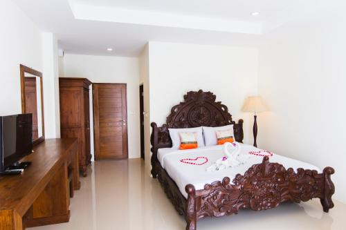 A bed or beds in a room at The Pano Hotel & Residence