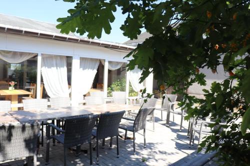 Ein Restaurant oder anderes Speiselokal in der Unterkunft Pension Hubertushof