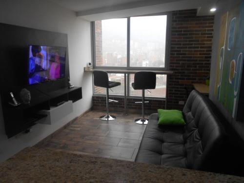 A seating area at Apartasuites AV