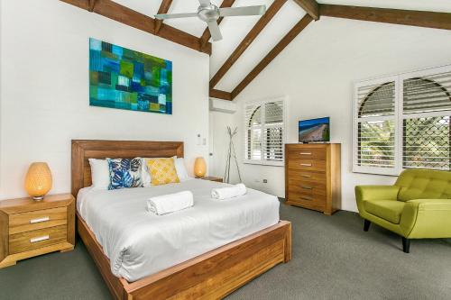 A bed or beds in a room at The Terraces Main Beach