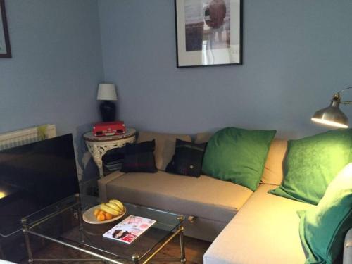 2 Bedroom Modern Apartment In Central Edinburgh