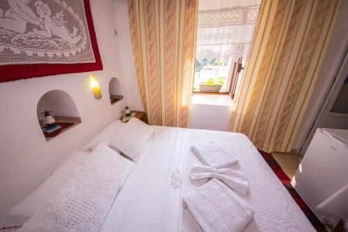 A bed or beds in a room at Bed and Breakfast Kotoni