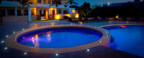 The swimming pool at or close to Hotel Silvestre