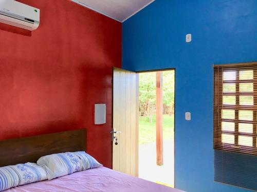 A bed or beds in a room at Chalé Quintal Amazon