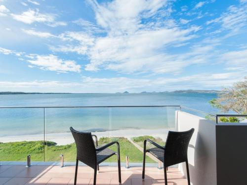 A balcony or terrace at Stunning views in gorgeous Harbourside!